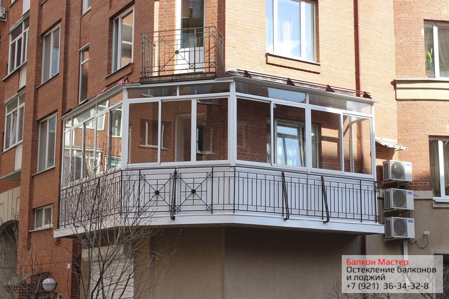 Остекление балкона.Холодное(алюминиевое раздвижное) остекление с белым сэндвичем по линии парапета. Смонтирована крыша над балконом, зашита плита перекрытия