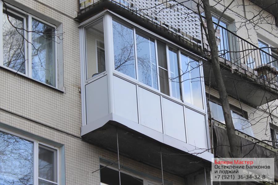 Алюминиевое остекление от пола до потолка.Холодное остекление балкона от пола до потолка в Санкт-Петербурге. Раздвижная москитная сетка перемещается по всей длине рамы